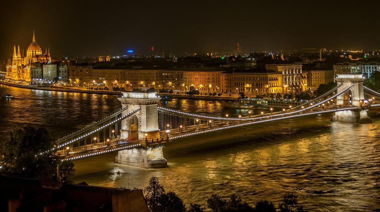 Budapeszt most lancuchowy z daleka